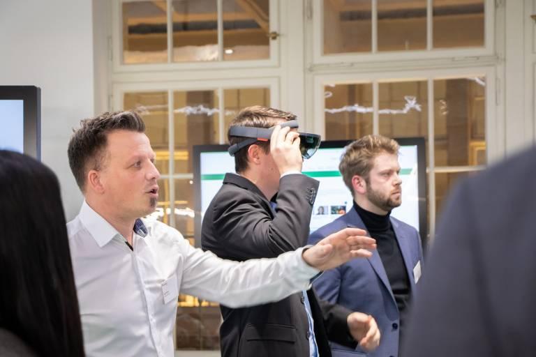 Präsentation von Technologien während des Kick-Off-Workshops zu Projektbeginn