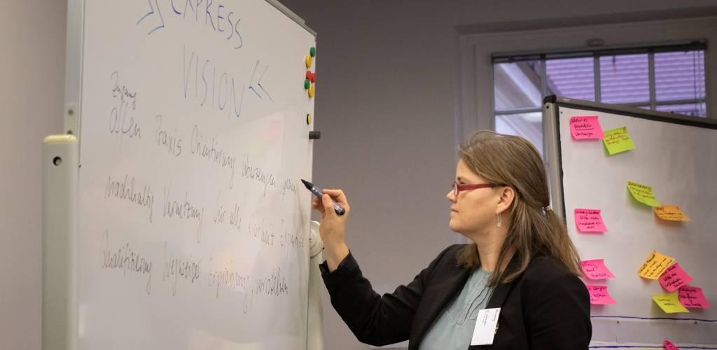 Juliane Welz kümmert sich im Rahmen von EXPRESS um den Wissenstransfer